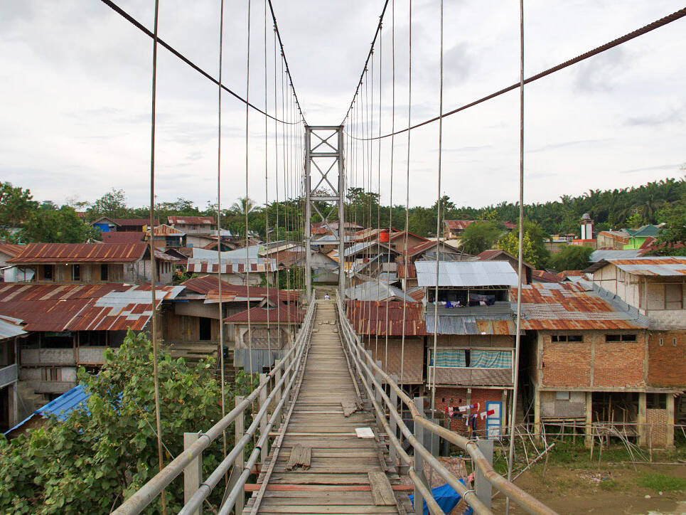 bukit lawang jungle village bridge sumatra
