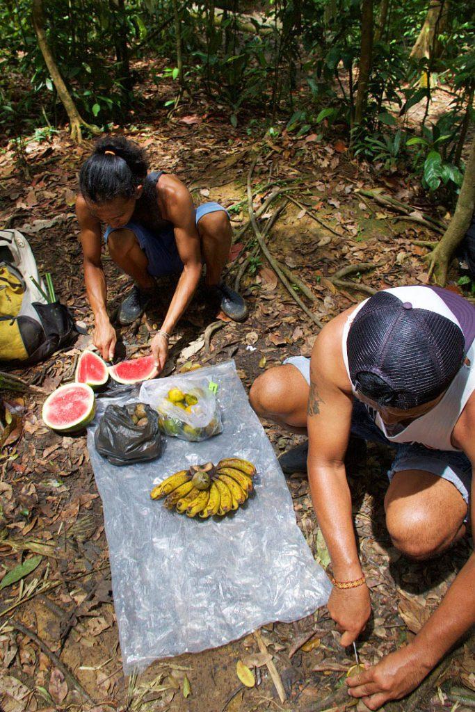 lunch jungle trekking bukit lawang sumatra