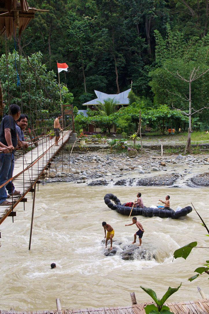tubing river bukit lawang sumatra