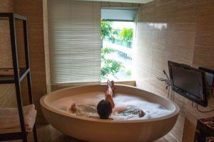 hotel indonesia kempinski bath room