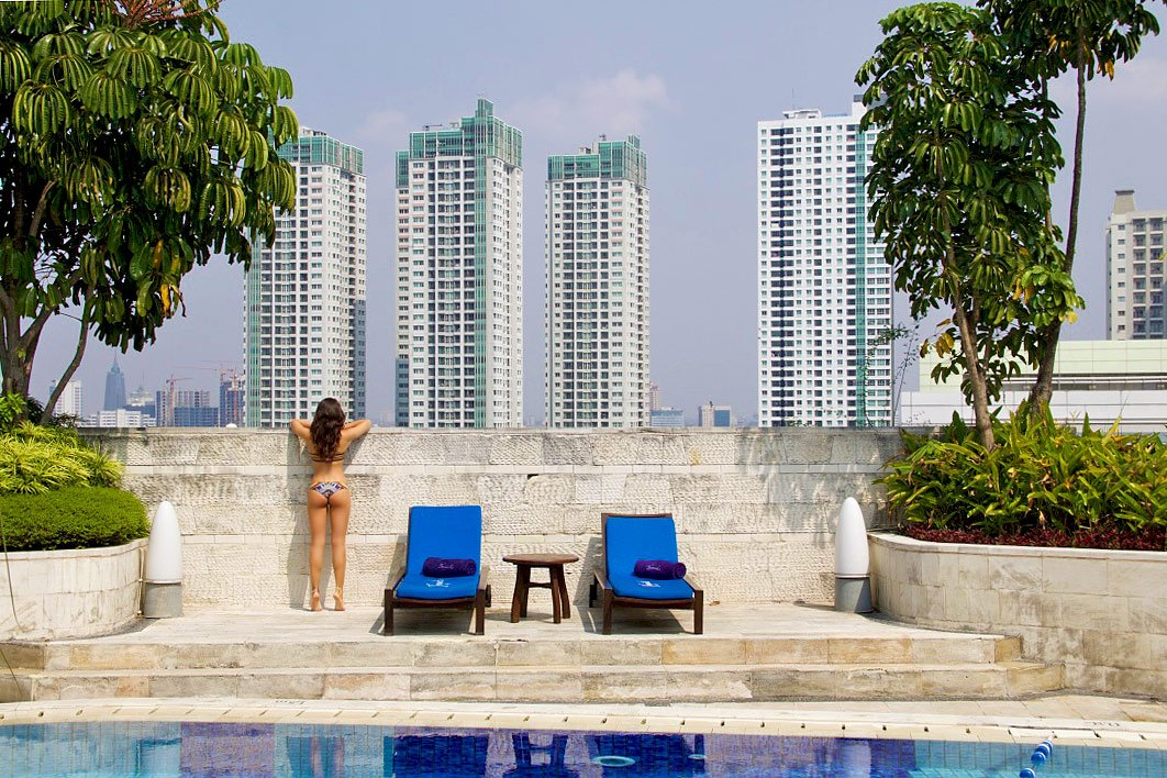 rooftop swimmingpool hotel indonesia kempinski jakarta view