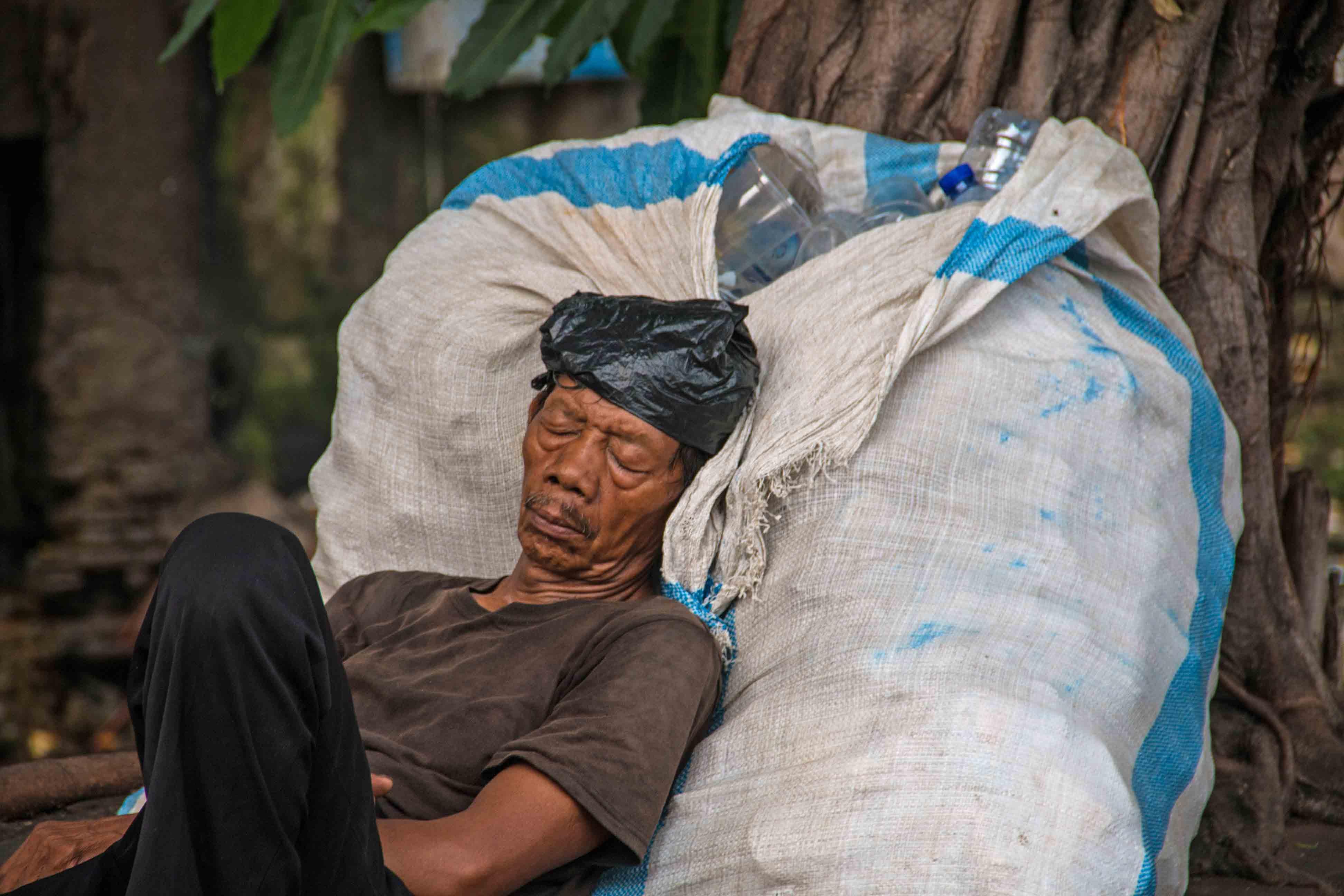 sleeping man streets jakarta