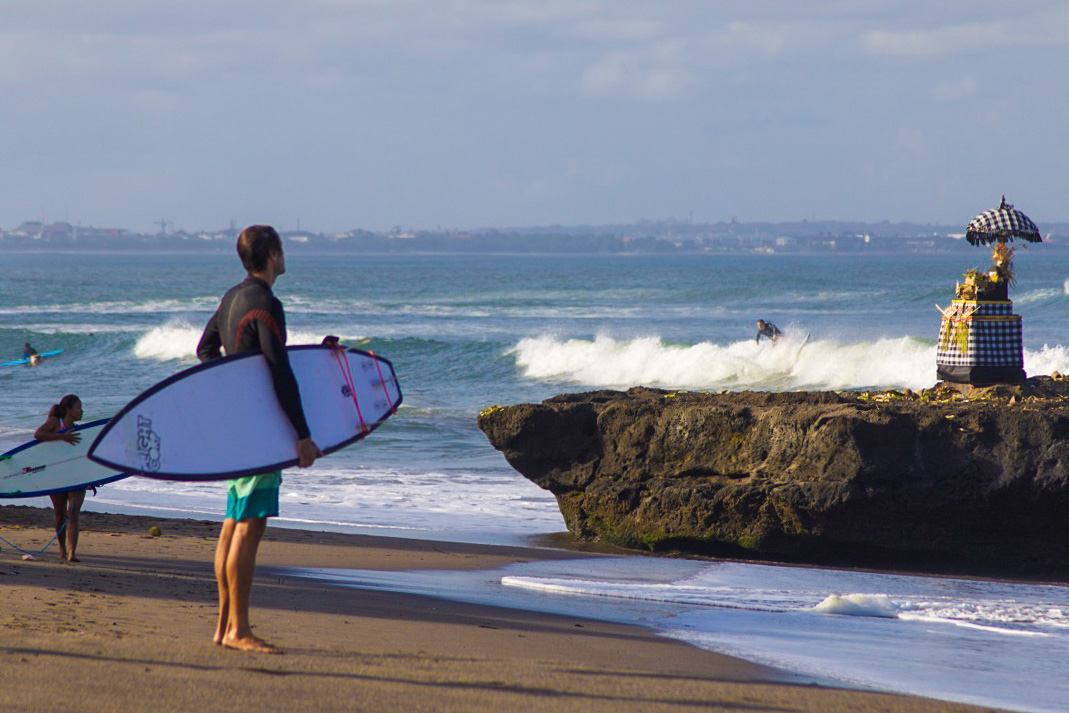 batu bolong beach surfers canggu bali