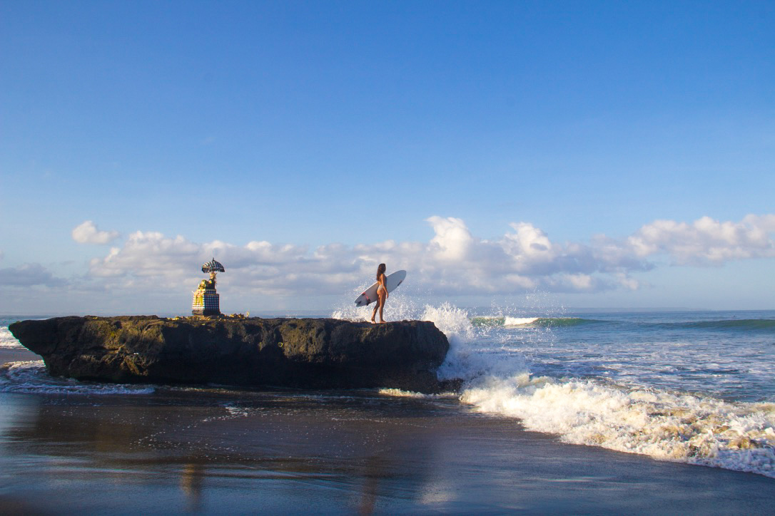 surfing batu bolong beach canggu bali
