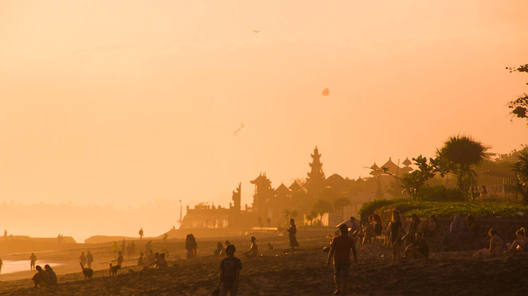sunset batu bolong beach canggu bali