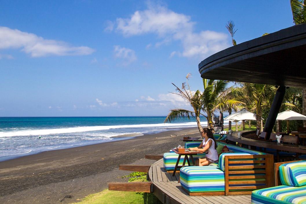 komune resort restaurant beach view bali