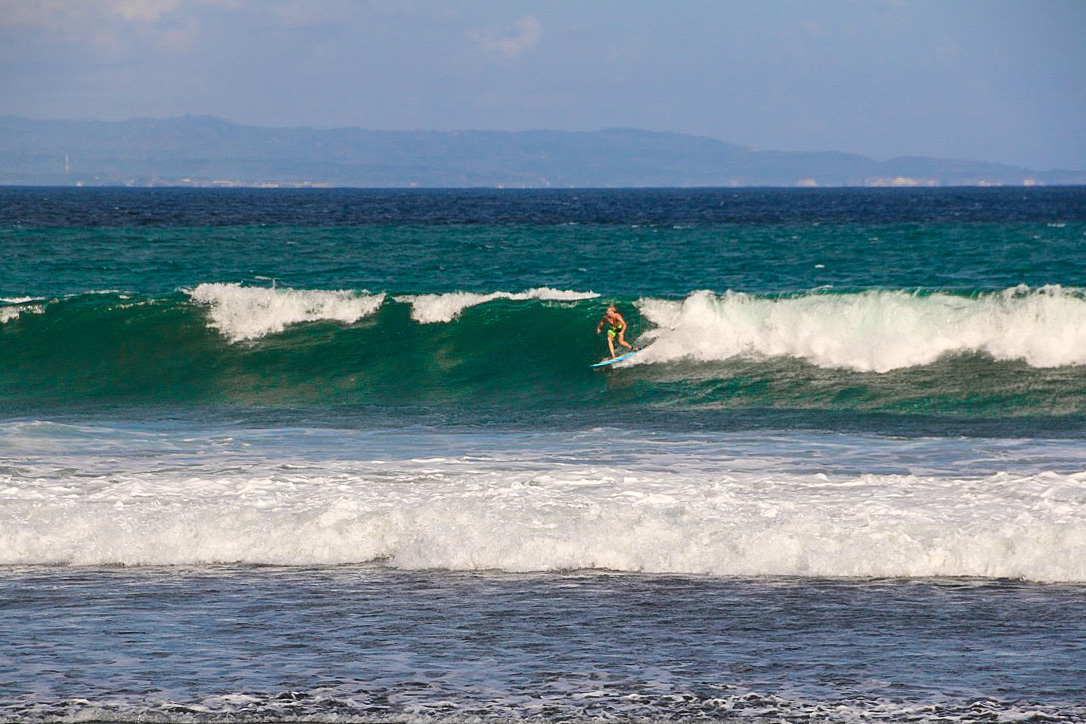 surfing keramas bali