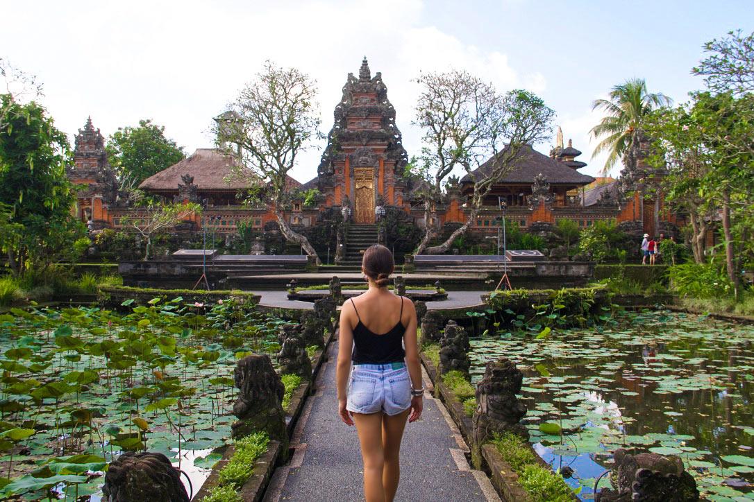temple pura taman saraswati ubud bali