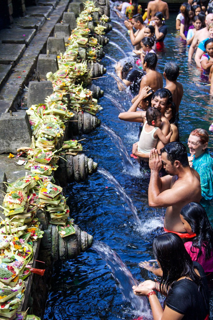 tirta empul prayers holy water temple ubud