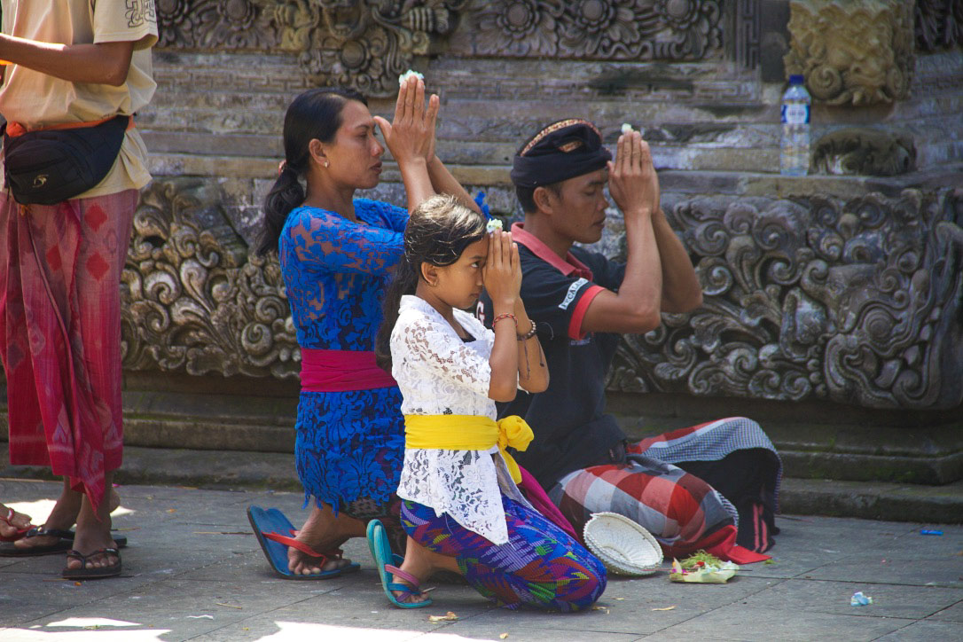 tirta empul temple ubud people