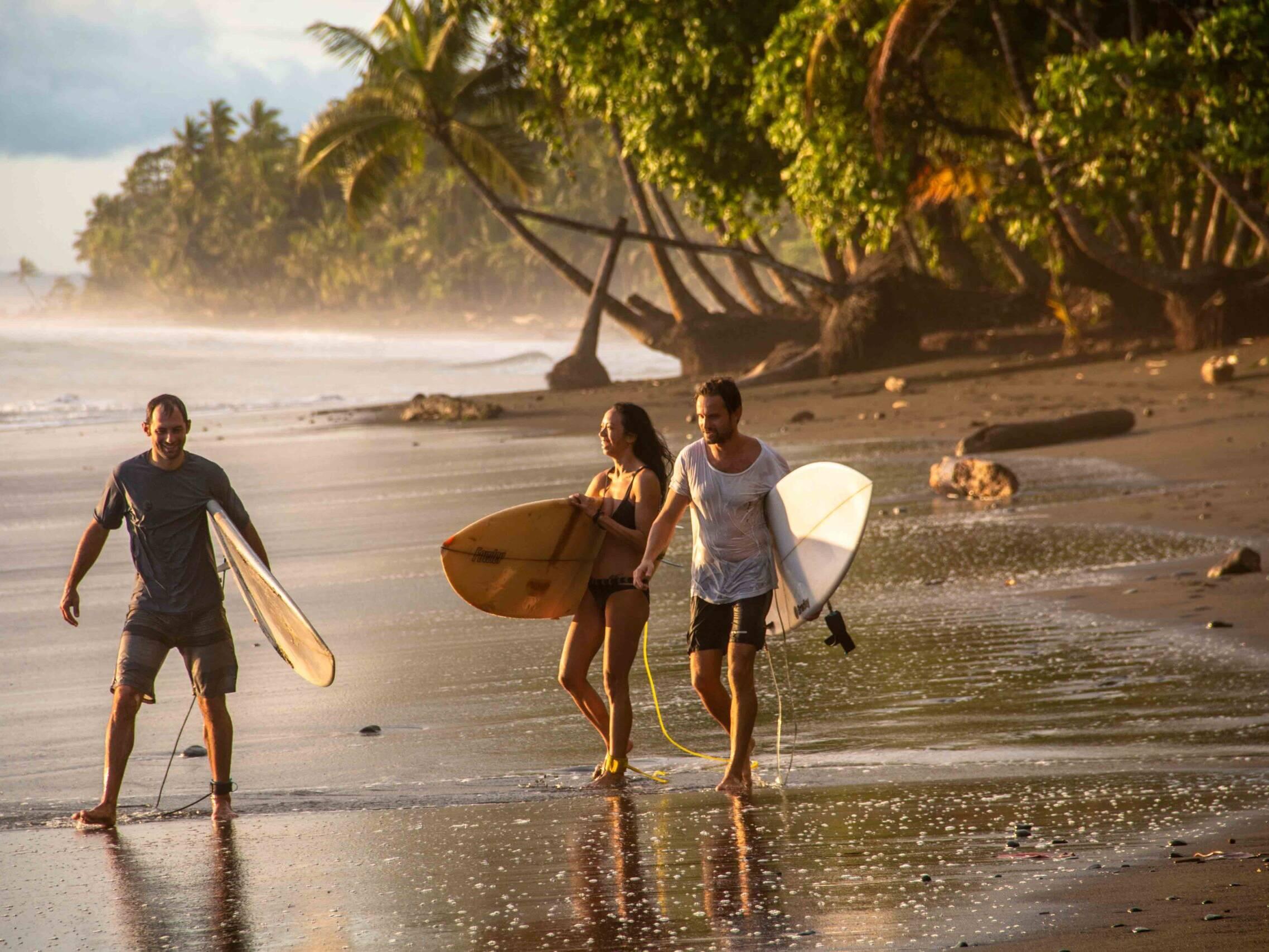 Mokum Surf Club retreat group during sunset