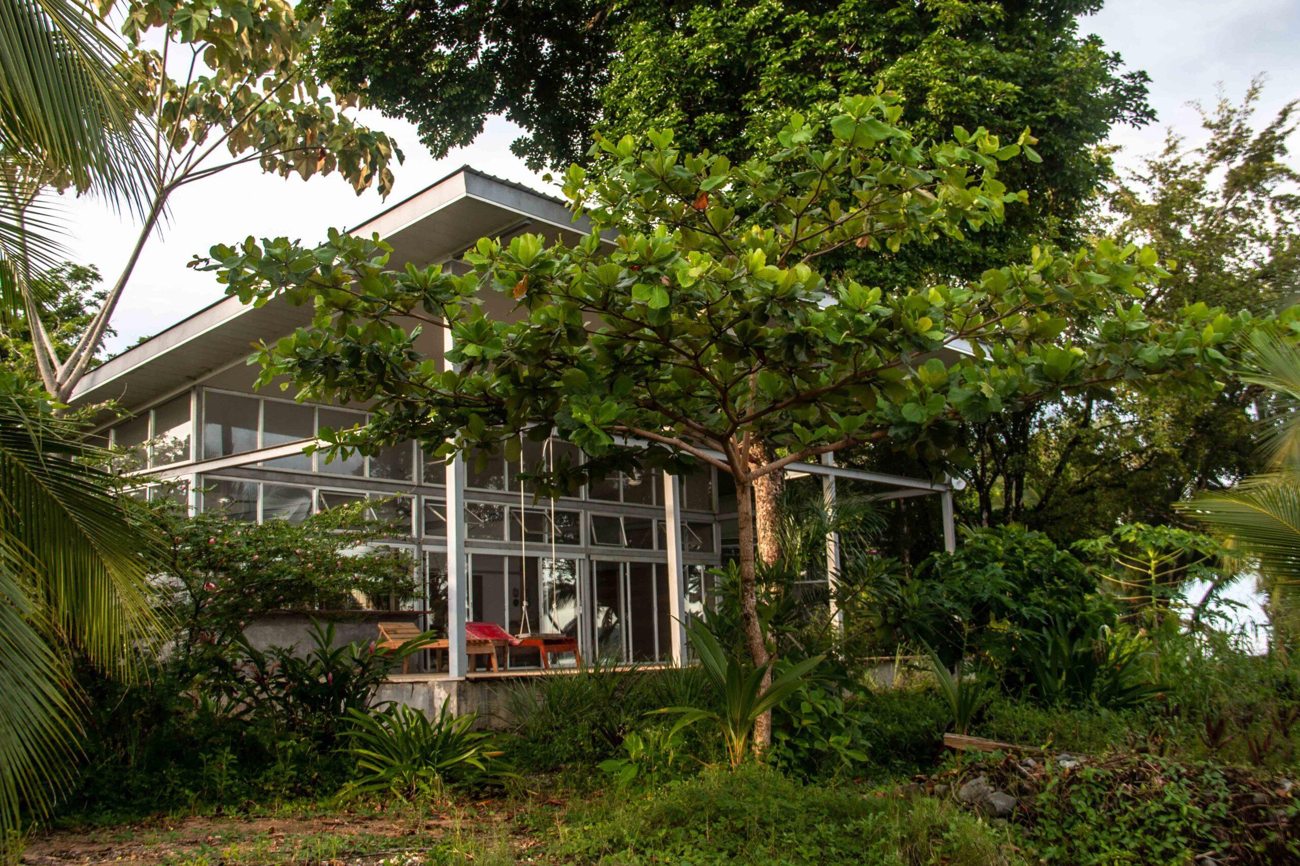 Casa Comunal garden in Bocas del Toro
