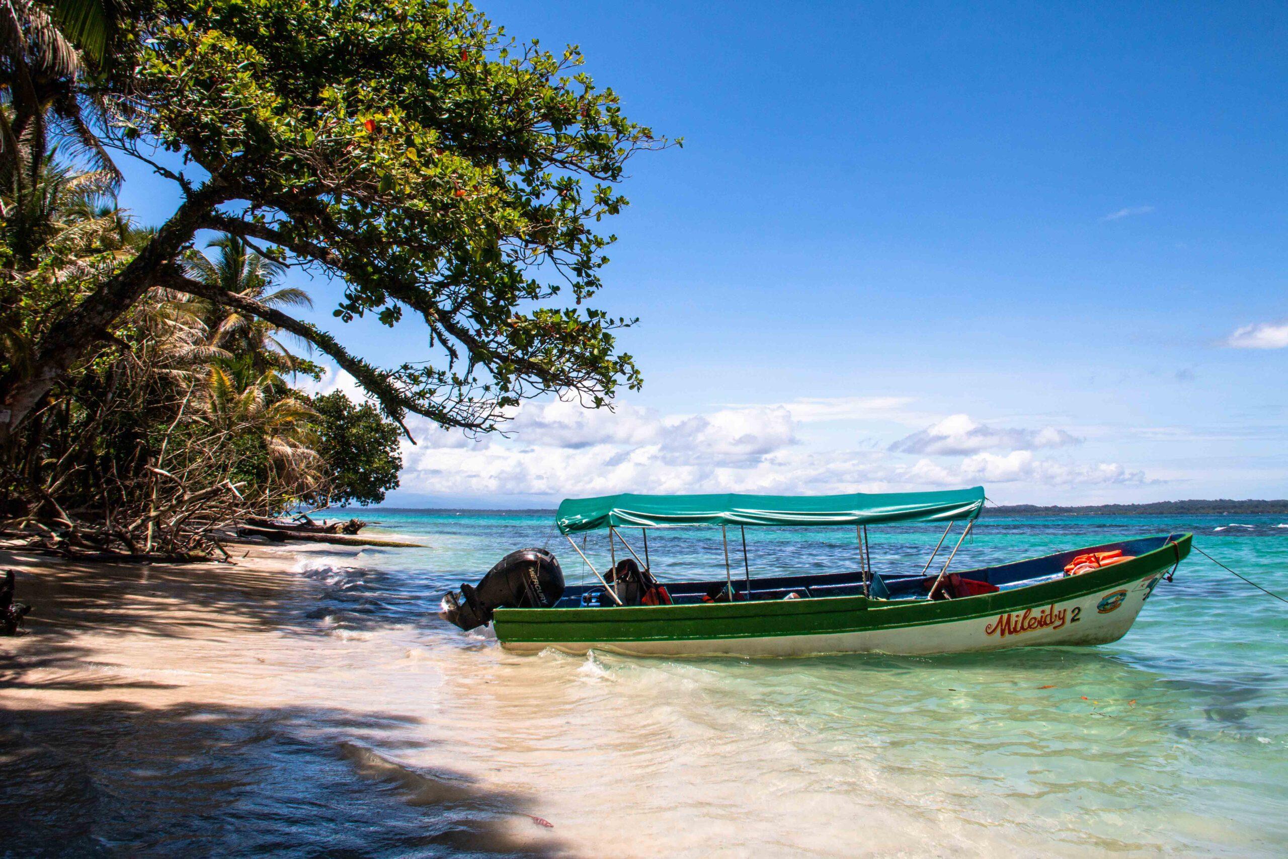 Boat trip to Cayo Zapatilla Bocas del Toro Panama