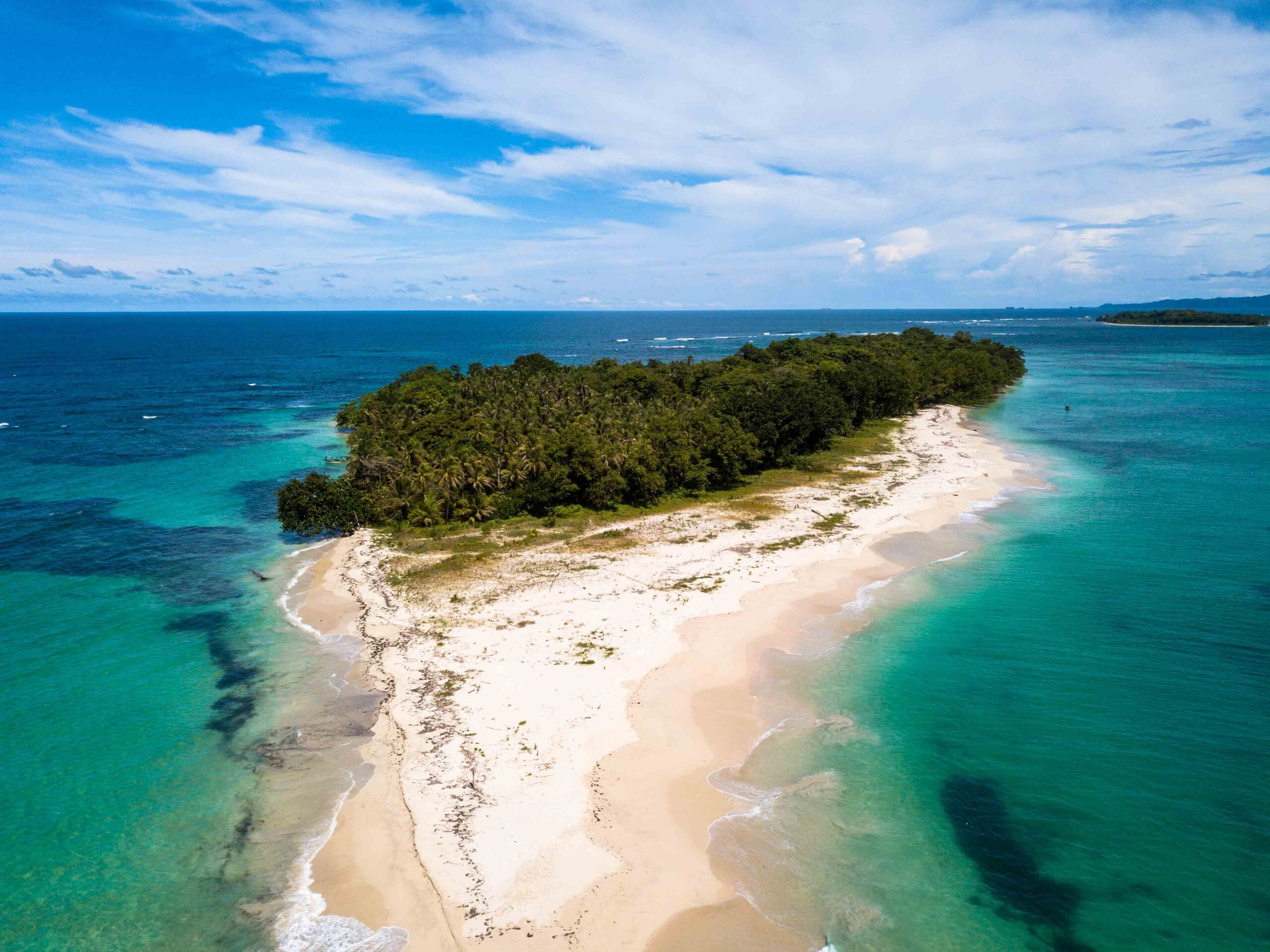 Cayo Zapatilla drone shot Bocas del Toro