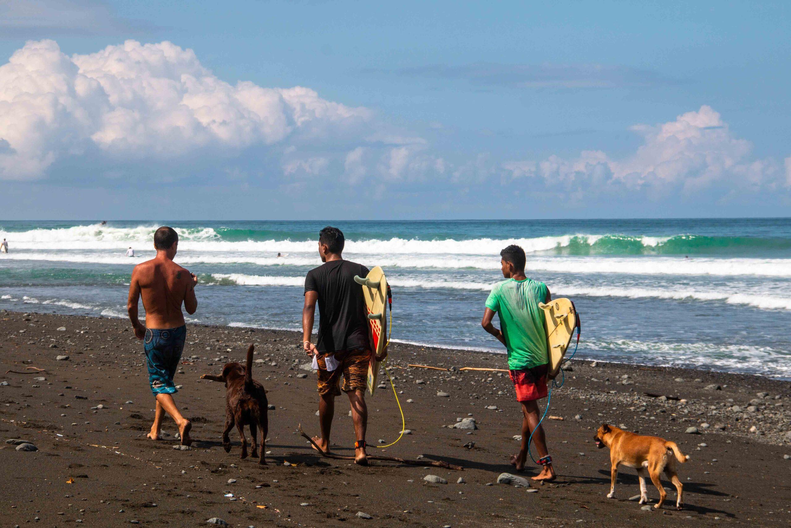 surfers Pavones Costa Rica