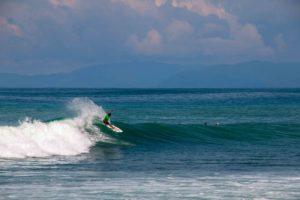 surfer Pavones Costa Rica