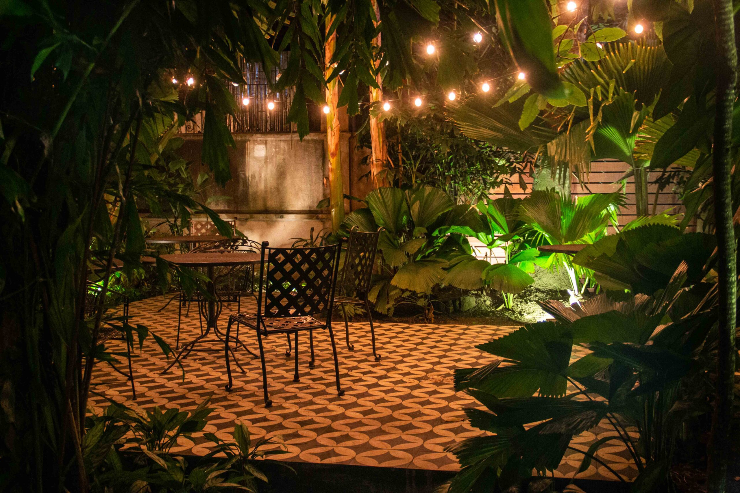 Las Clementinas garden by night Panama City